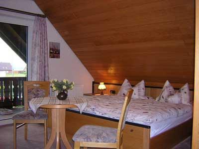 Doppelbett mit Südbalkon